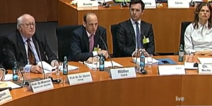 Stiftungsvorstand Thorsten Müller bei einer Anhörung im Bundestag im Juni 2015