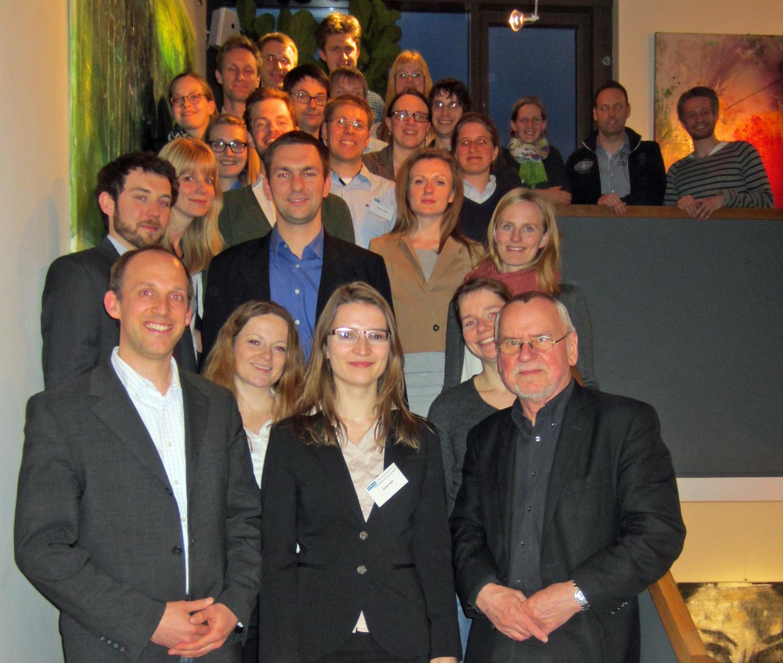 Die Doktoranden mit dem Stiftungsvorstand Thorsten Müller (vorne links) sowie Herrn Dr. Hans-Joachim Ziesing (vorne rechts)