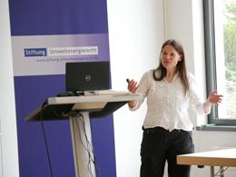 Monika Agatz (Landkreis Borken) trägt zu Herausforderungen bei der Durchführung der UVP-Prüfung vor.