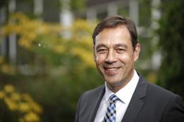 Markus Lesser ist seit dem 26. Mai 2016 Vorstandsvorsitzender der PNE WIND AG. Er befasst sich seit 2000 mit erneuerbaren Energien und blickt auf insgesamt 20 Jahre Erfahrung in der internationalen Energiebranche zurück. In den verschiedenen Tätigkeiten verantwortete er Projektentwicklungen, die Konstruktion und Betriebsführung insbesondere von Windenergieanlage-Projekten in Europa, Asien, Südamerika und Australien sowie im Bereich Offshore-Windenergie.